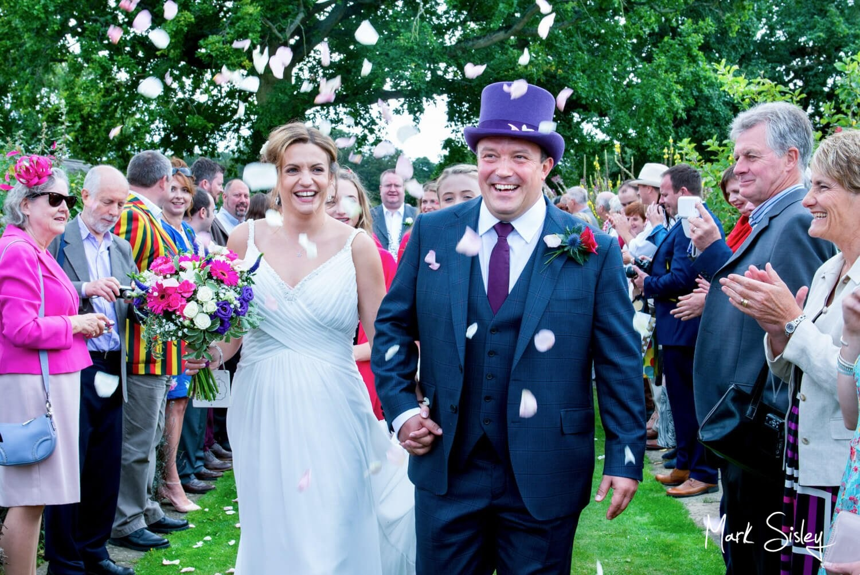 Choosing a wedding photographer - the confetti aisle