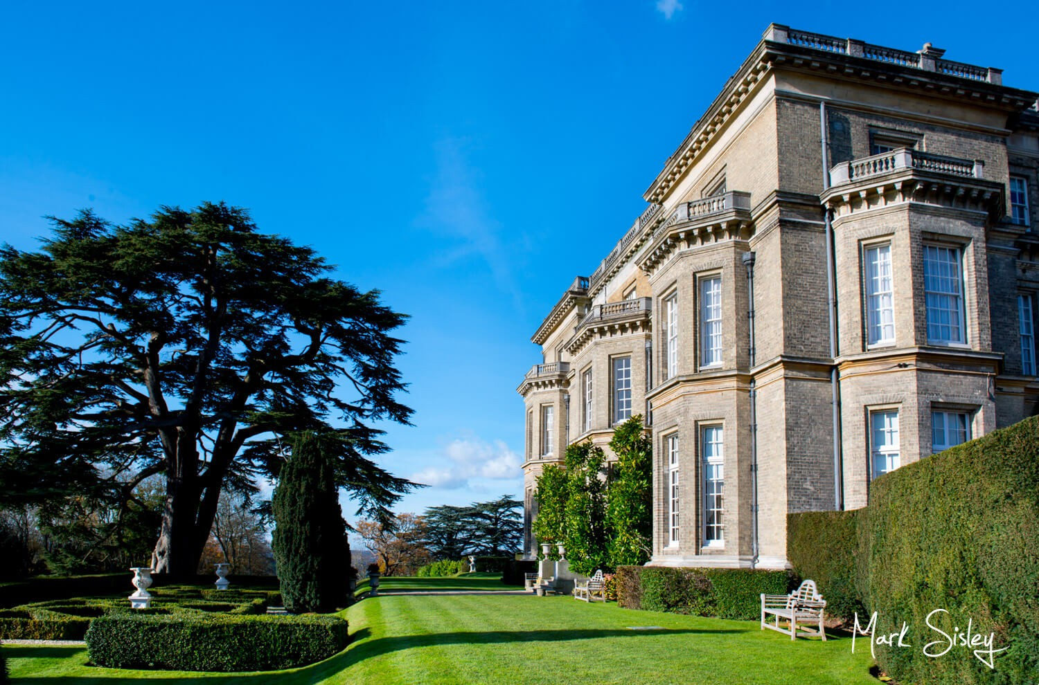 Hedsor House wedding venue is great for photographs