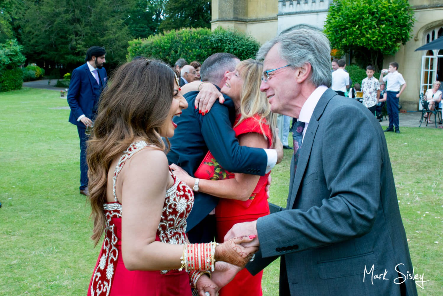 Missenden Abbey wedding blog - reportage Images in the gardens
