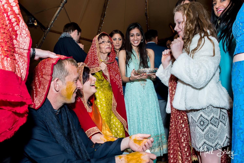 Buckinghamshire wedding ceremony mehndi pithi