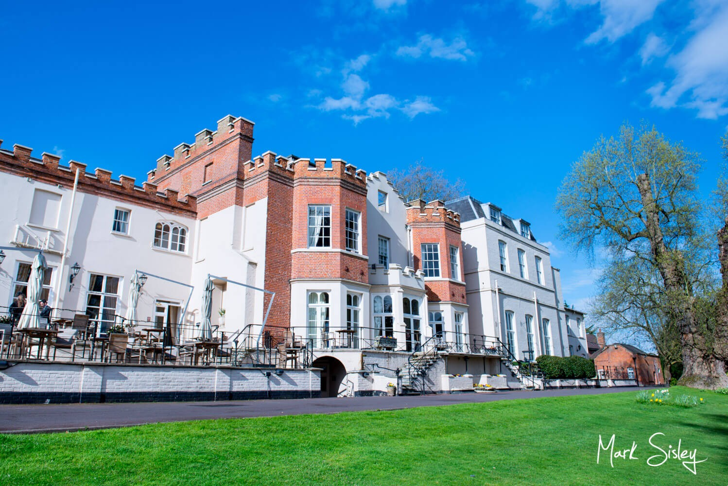 Taplow House has so many great options for wedding photos