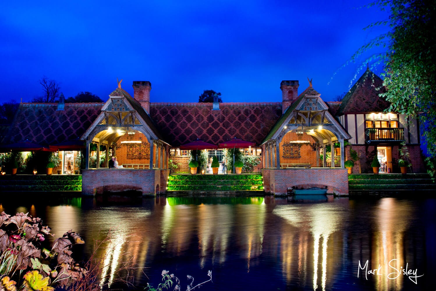 Over the lake at dusk at this Dairy Waddesdon Scottish themed wedding