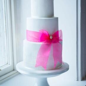 Grove Hotel Watford wedding photography of the beautiful cake